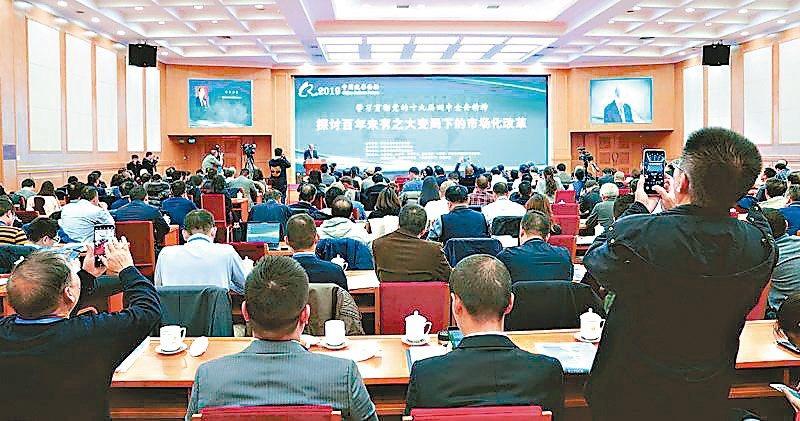 全國政協經濟委員會副主任劉世錦,昨日表示,明年起大陸的GDP增長率會降至百分之六...