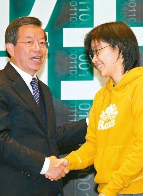 楊蕙如(右)2008年加入謝長廷總統競選團隊,團隊曾叫謝「乾爹」。圖/聯合報系資...