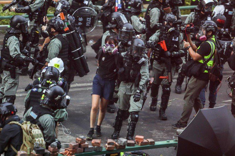 被捕學生總數逾2380人,其中大學生占740人,理大、港大、中大最多。 法新社