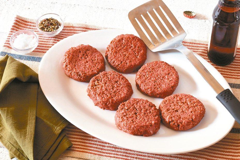 未來漢堡肉不論是煎煮過程中的顏色轉變,或咀嚼品嘗時的肉香肉汁皆與真正的漢堡肉如出一轍。 圖/富邦媒提供