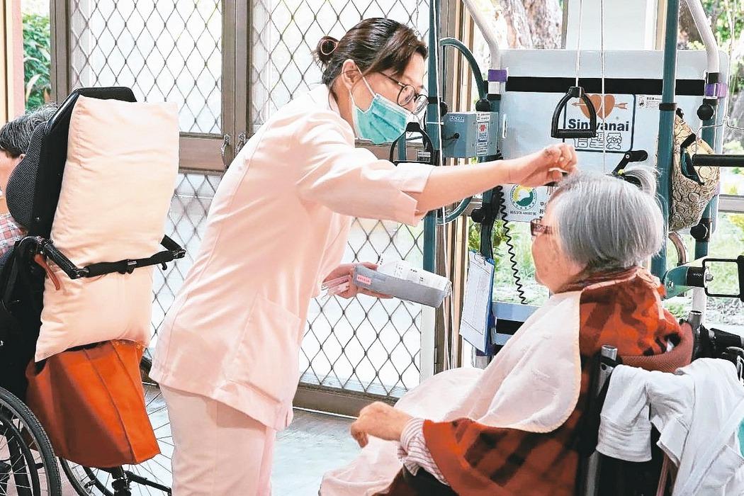 台灣的長照家庭照顧者是棄民?千萬顆螺絲掉在地上