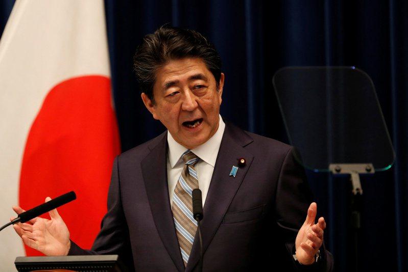 日本首相安倍晉三日前遭爆疑把每年春天舉辦的「賞櫻會」公器私用,邀自己後援會成員參加,讓安倍已決定明年暫時停辦,但在野黨仍持續追究責任。 路透社