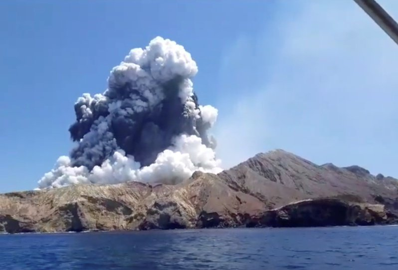 位於紐西蘭北島東方海面的熱門觀光景點白島(White Island)火山爆發,造成至少5人死亡。 路透社