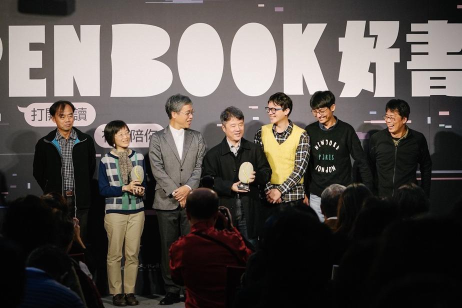 開放圖書好書頒獎典禮:香港作家鄧小軒獲獎,施虎暖孟上臺