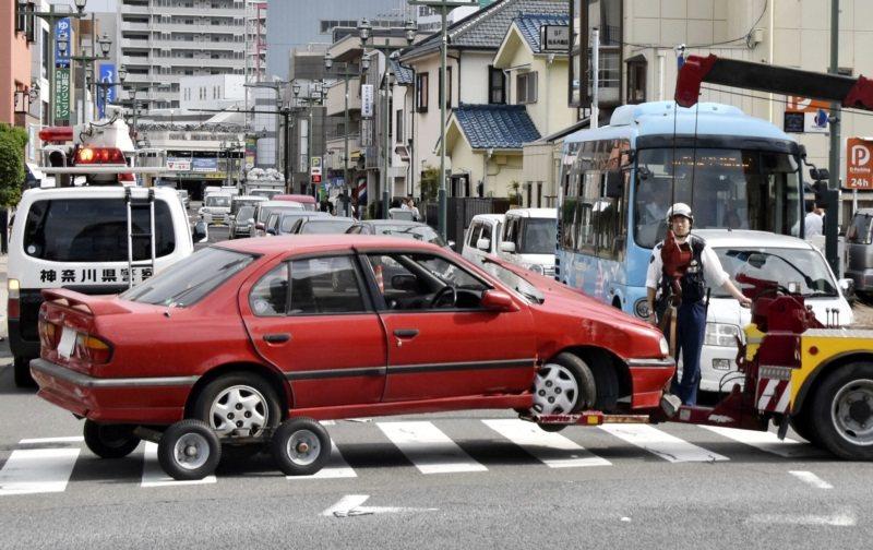 去年日本神奈川縣茅崎市發生一起由高齡駕駛導致的嚴重車禍,90歲的女駕駛在十字路口...