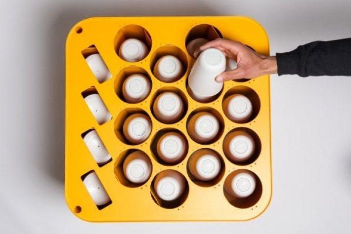 Qureshi 設計的杯子集中桶。 圖/摘自CupClub推特