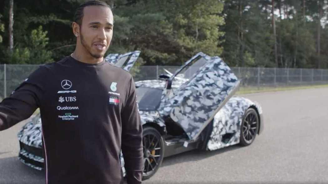 Hamilton表示自已相當開心能夠見證賽車科技下放。 摘自Mercedes-A...