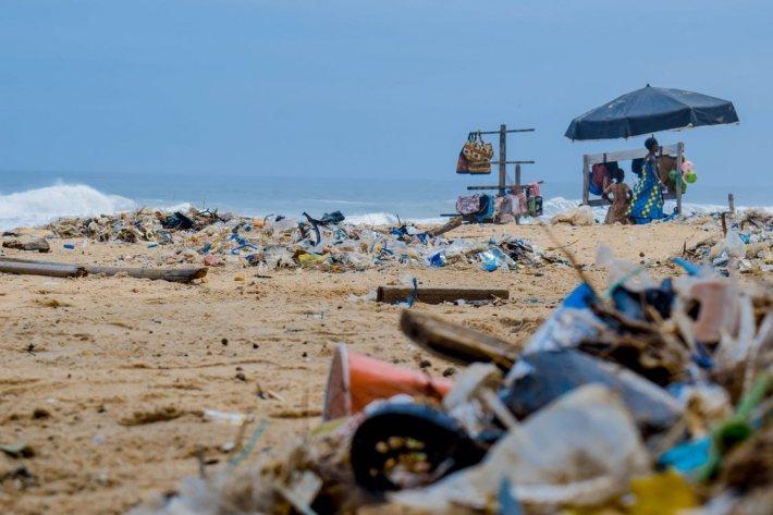 Second Wave 的原料主要來自於海濱塑膠垃圾。 圖/Lucien Wan...