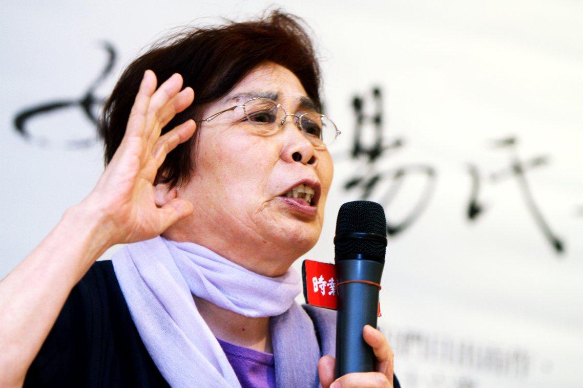 中國知名作家、同時作品也被查禁的章詒和,也透過社群網路公開針對焚書事件批判。章質...