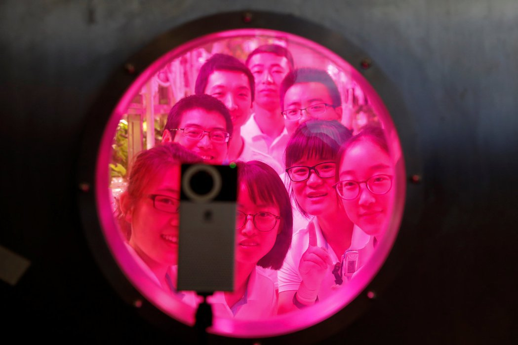 臉孔辨識技術相關爭議不僅侷限在科技層面,更重要的是對社會的衝擊、對資安與隱私等保護,以及對數據資訊監理的制衡。 圖/路透社