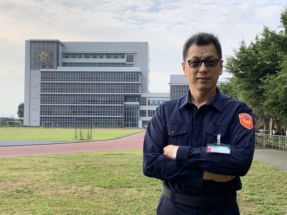 台南市警二分局警備隊副隊長楊義雄,到警大接受警佐班受訓2個月後,今回警分局實習。圖/台南市警二分局提供