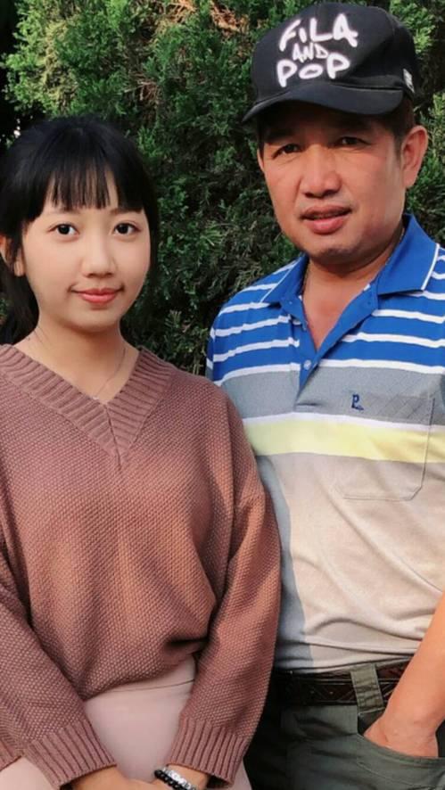 陳黎萱與父親都是警察,她說要學習父親以更積極的態度來服務鄉親。圖/警方提供