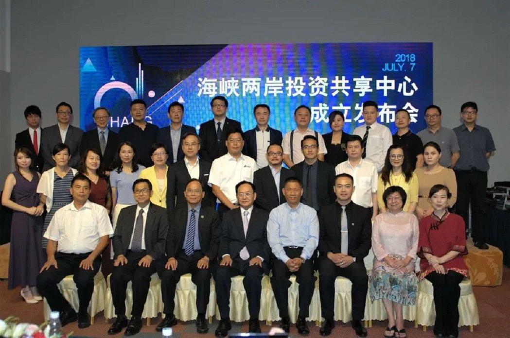 901兩岸青創聯盟總召集人陳怡廷(前排左三)。圖/901兩岸青創聯盟提供