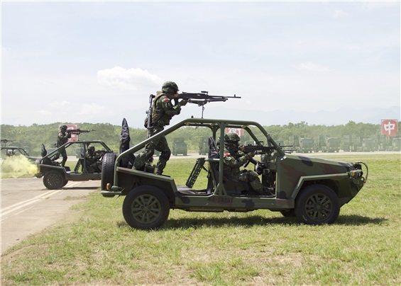 陸軍向民間採購3000多輛俗稱「輕戰」的偵搜車,明年(109)將會全部超過保固期...