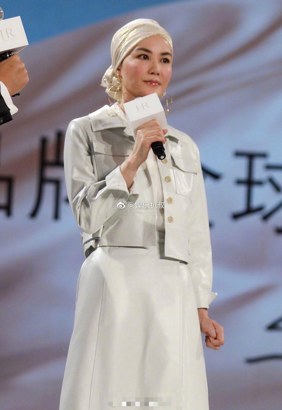 王菲代言HR赫蓮娜,現身記者會。圖/摘自新浪微博