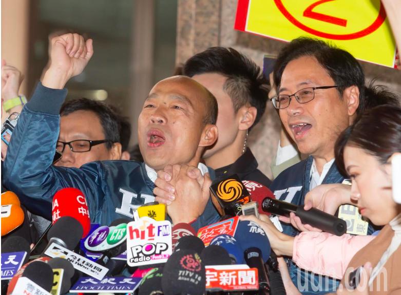 總統候選人韓國瑜(左)、副總統候選人張善政(右)。記者季相儒/攝影