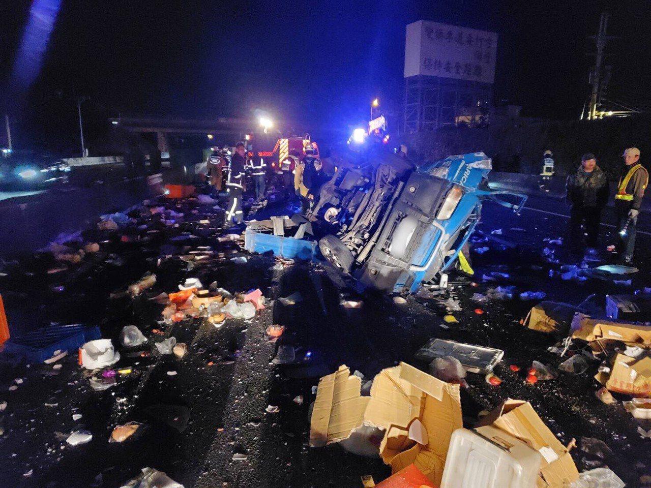 今天凌晨2時許,國道1號北上大雅路段172.7公里處發生3車連環追撞事故,其中廂...