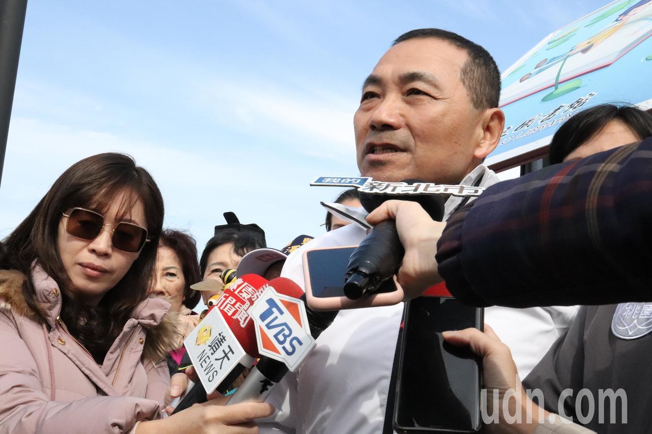 新北市長侯友宜表示,昨天造勢活動喊到沙啞,都要吃喉片了。記者胡瑞玲/攝影