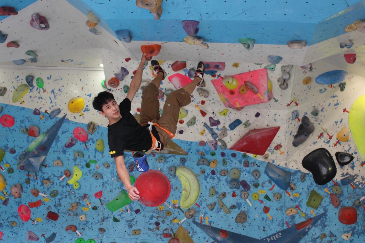 從小,大華高大林嘉祥全國大學杯攀岩錦標賽雙料冠軍