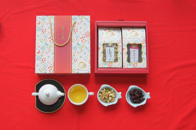 集賢庇護工場推出春之饗宴禮盒,標榜100%無添加色素、香精與防腐劑。圖/新北勞工局提供