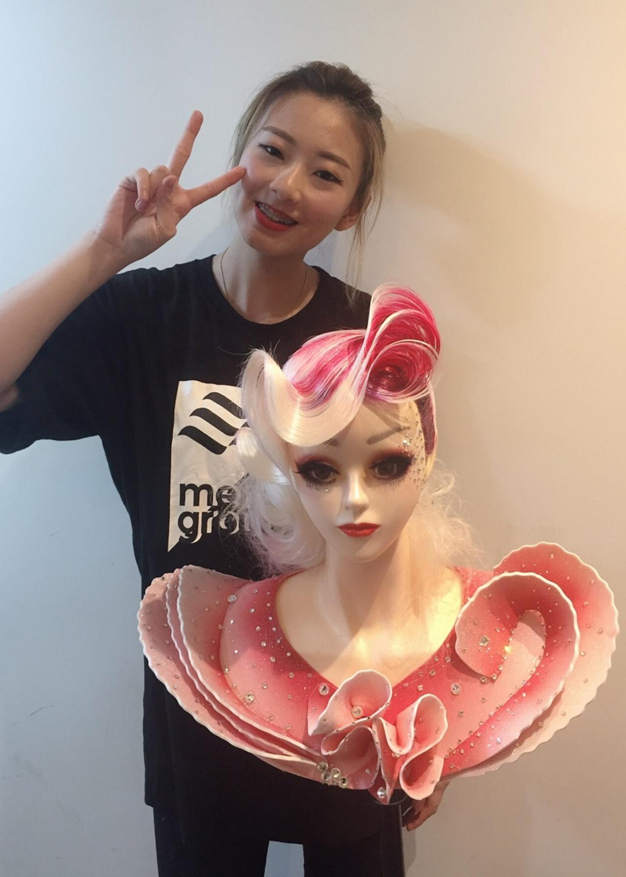 弘光科大美髮系學生黃若瑄勇奪美髮賽冠軍。圖/弘光科技大學提供