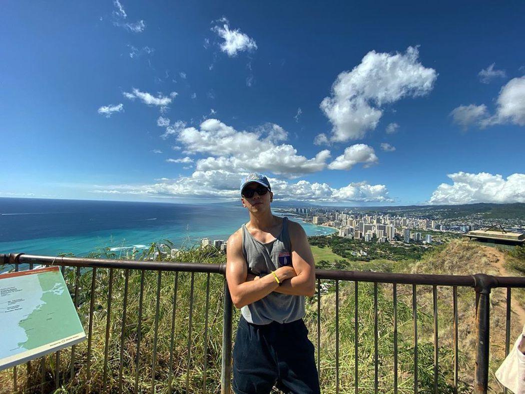 鄭容和日前赴夏威夷度假,肌肉照讓網友暴動。圖/摘自IG