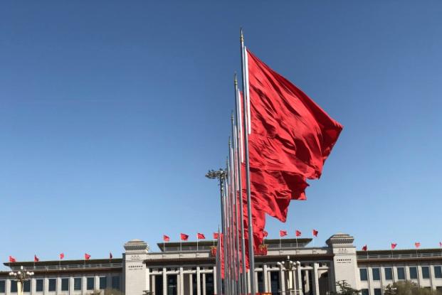 由中國社科院主辦,社科院研究局等合辦公布的《經濟藍皮書》認為,明年中國經濟增長約...