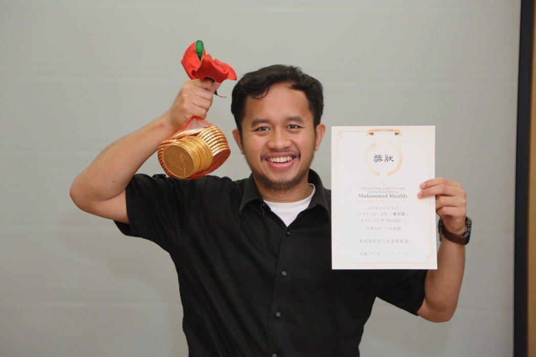 獲得特別獎的Muhammad Rizaldy來自印尼,目前就讀成功大學,他希望在...