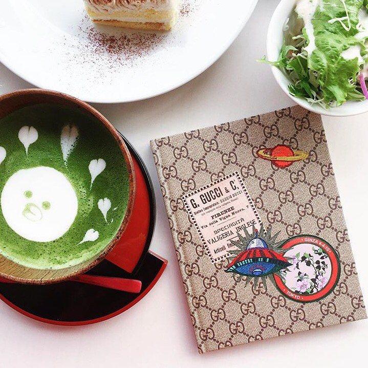 Gucci近年幾度攜手日本雜誌打造限量的緹花布Logo筆記本,推出之時就曾掀起一...