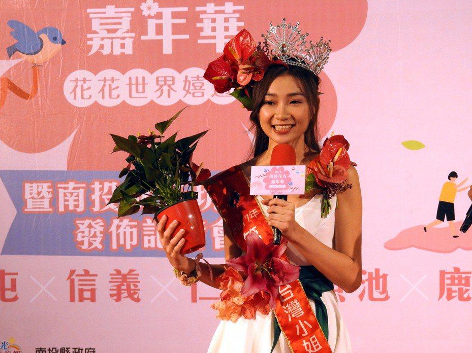 台灣小姐、南投觀光大使高曼容今天以花仙子造型現身宣傳「2019南投花卉嘉年華」系列活動。記者賴香珊/攝影