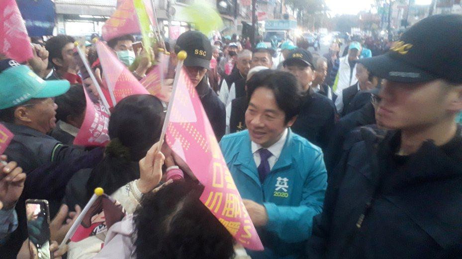 賴清德到下營上帝廟,為第一選區立委參選人賴惠員助選。記者周宗禎/攝影