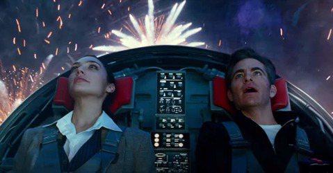 2019年的巴西動漫展即將落幕,DC賣座電影續集「神力女超人1984」也在動漫展上瞬間釋出預告,導演派蒂珍金斯、女主角蓋兒加朵也親赴巴西宣傳。故事設定在第一集之後的70年,不僅加入新演員佩特羅帕斯卡...