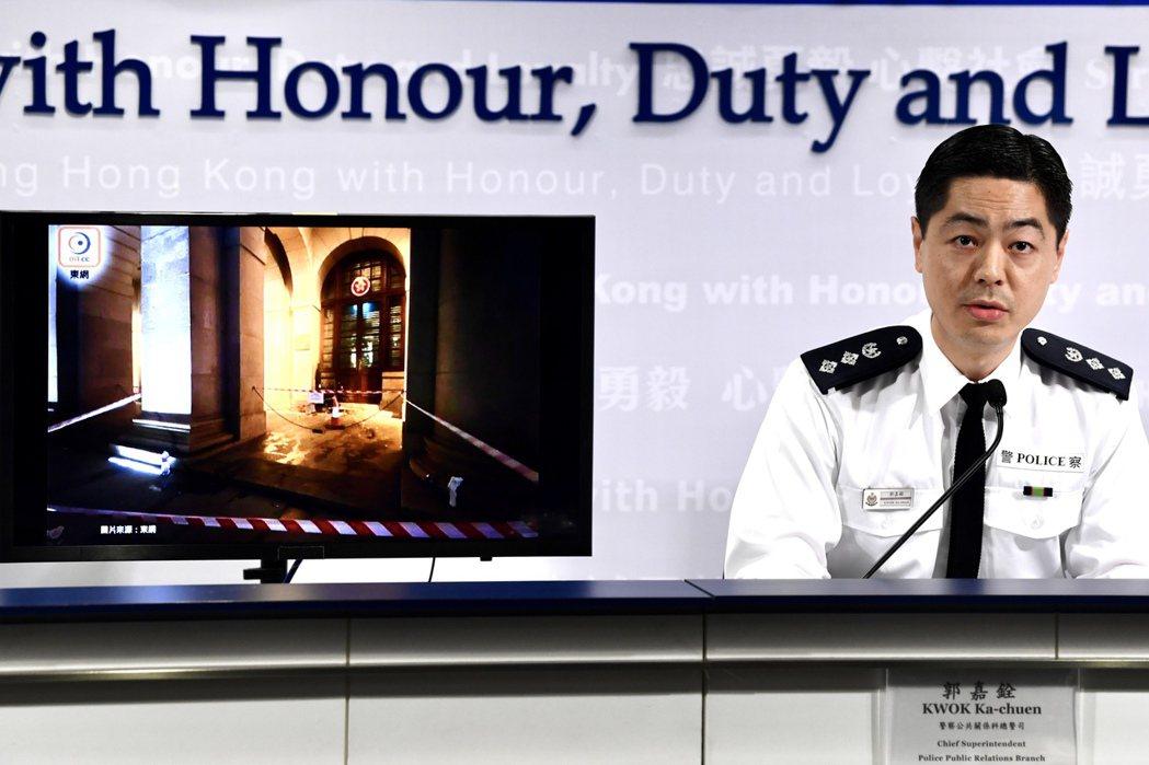 12月9日,警察公共關係科總警司郭嘉銓主持警方記者會。(香港中通社圖片)