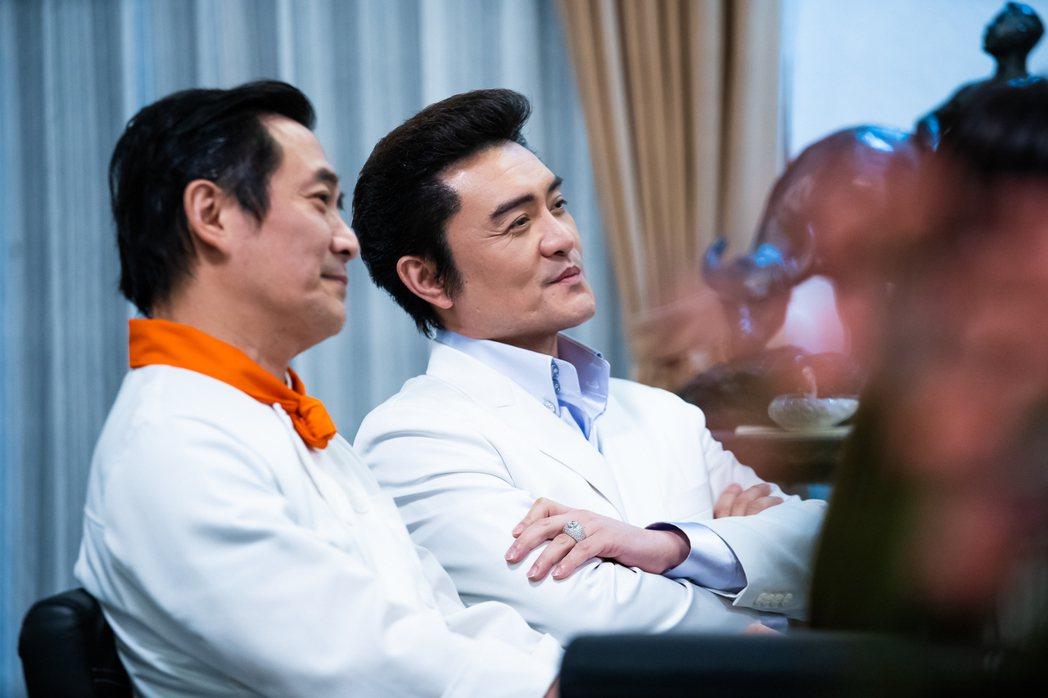 李㼈(右)與湯志偉友情客串飾演名廚。圖/東森提供