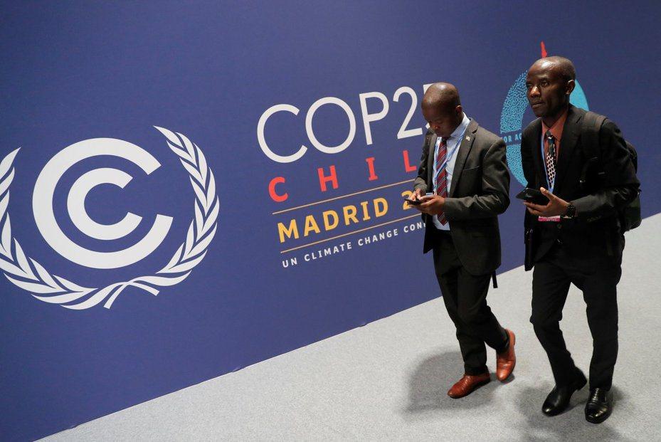 為期兩周的聯合國氣候變遷大會2日在西班牙馬德里登場,將著重討論如何落實「巴黎協定」的第六條,即透過建立全球碳交易市場,促進各國限制化石燃料汙染。 (路透)