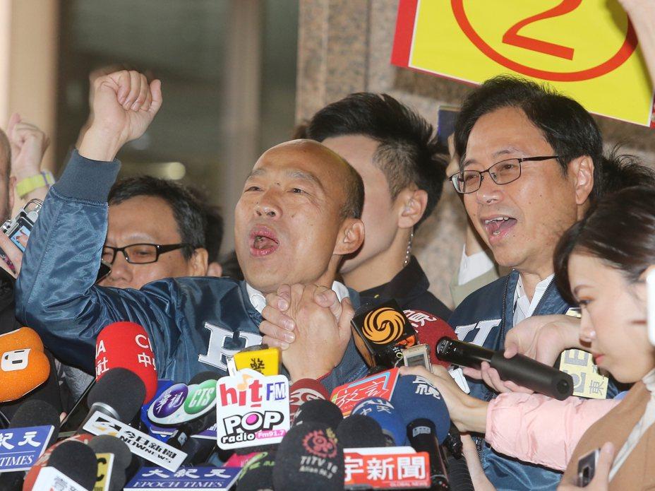總統大選三組候選人號次底定,國民黨「韓張配」抽中二號。記者季相儒/攝影