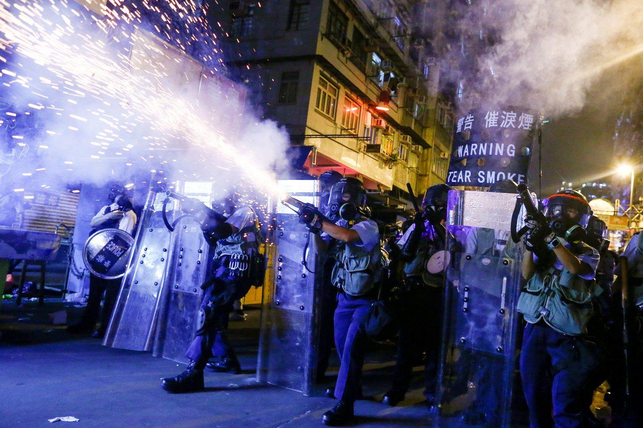 有反送中示威者嘆道,「原本應該在社會上保護我們的警察,現在是我們的敵人。」路透社