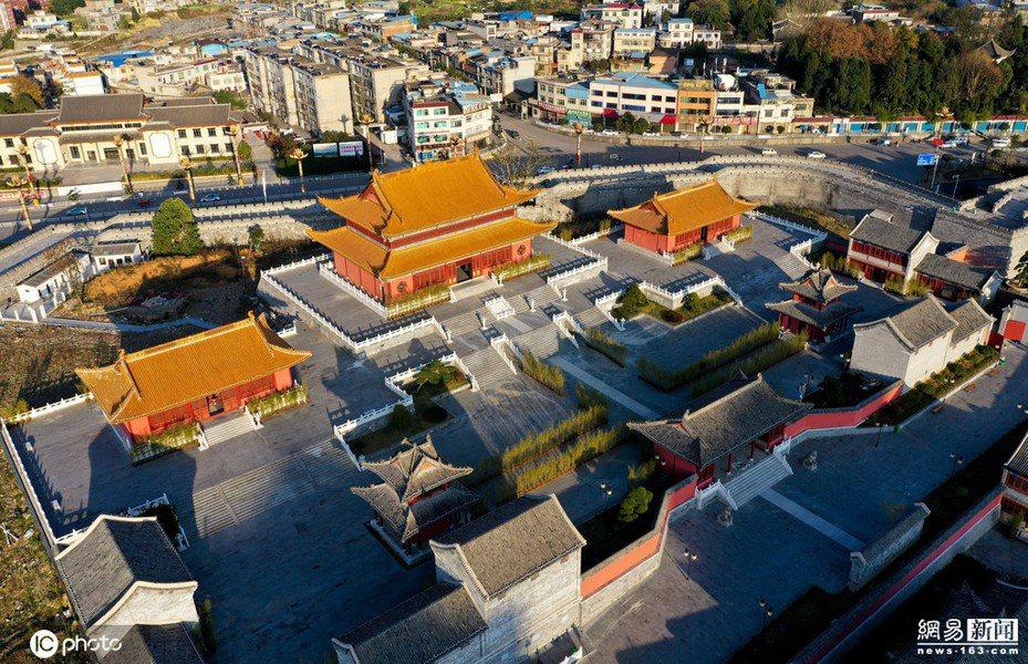 貴州省黔南布衣族自治州獨山縣北部蓋出了一座「山寨紫禁城」且頗具規模。 圖/取自網易