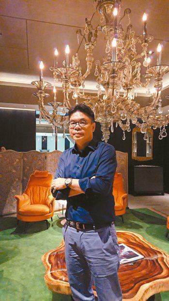 聯聚建設是中台灣「豪宅一哥」,但董事長江韋倫卻改變經營策略,明年專注在商辦、輕豪...