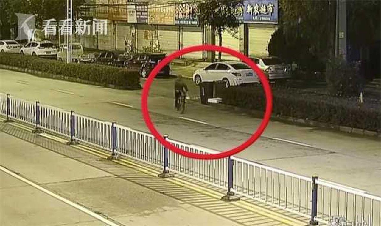 海南省的12歲小男孩負氣離家,獨自騎了近三個月、約3000公里到安徽滁州,全因想...