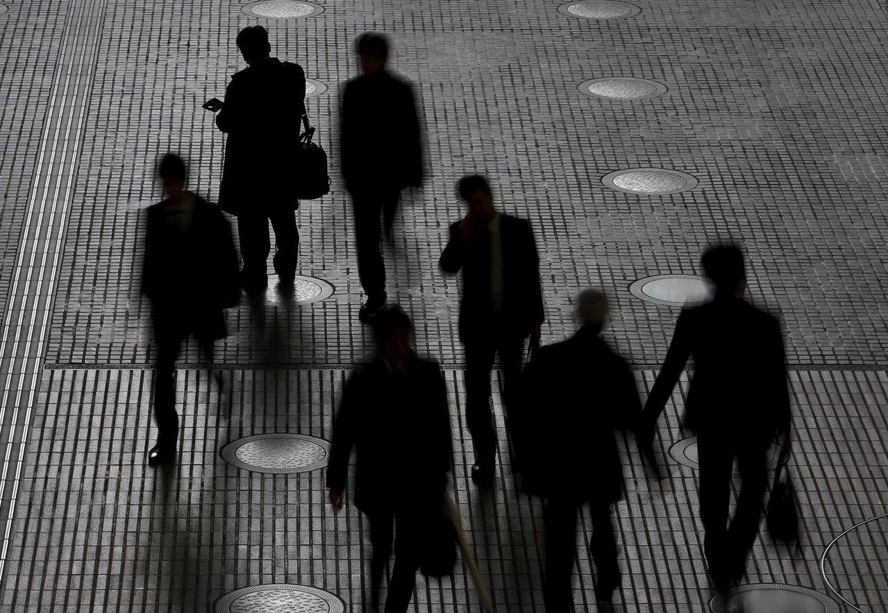 農曆年前後通常是上班族轉職高峰,根據人力銀行調查,農曆年前有高達8成6上班族考慮...