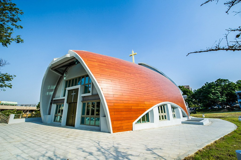 靜宜大學在校園新建「主顧聖母堂」落成,美輪美奐建築成了台中新地標。圖/靜宜大學提...