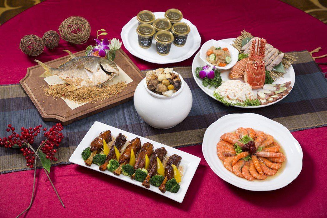 「外帶年菜過好年」,可以選擇外帶年菜五品,每道年菜都是晶宴主廚在提貨日當天新鮮現...