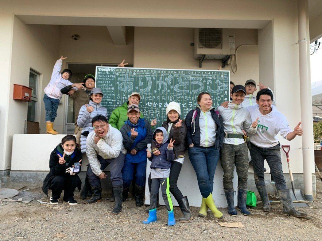 台南人陳一銘上個月組成志工團隊,前往日本丸森,協助當地水災善後。 圖/取自臉書