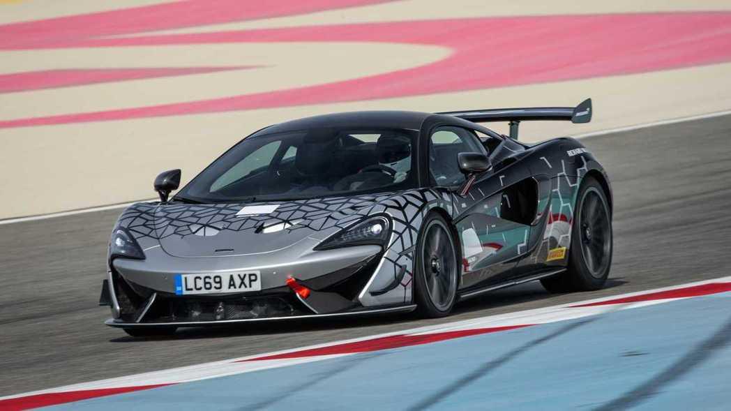 620R優異的性能表現成為Sports Series目前性能最強大的車型。 圖/...