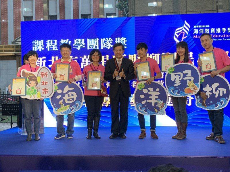 野柳國小從幼兒園開始就扎實海洋教育,參加教育部首屆的「海洋教育推手獎」,榮獲了課程教學團體獎特優殊榮。 圖/紅樹林有線電視提供