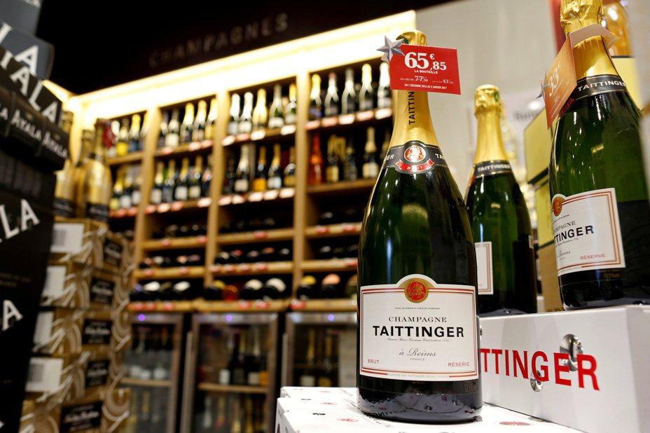川普政府若對法國輸美產品加徵新一輪關稅,可能在美國掀起頂級葡萄酒的搶購潮。路透
