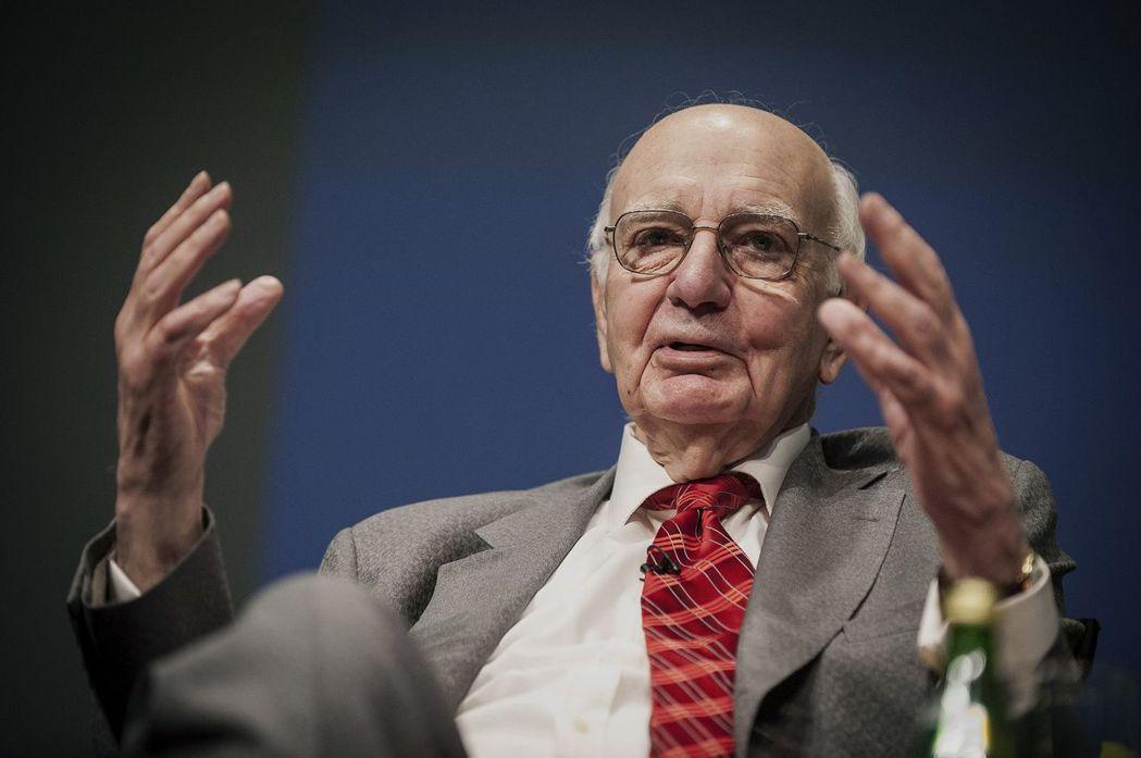 2014年5月沃爾克在世界銀行談話。  (彭博)