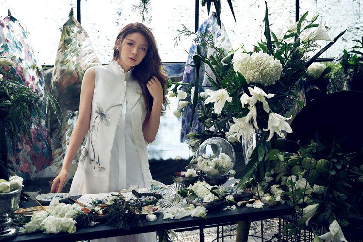 安以軒演出日籍攝影師Yasunari Kikuma掌鏡拍攝的夏姿.陳2020早春...
