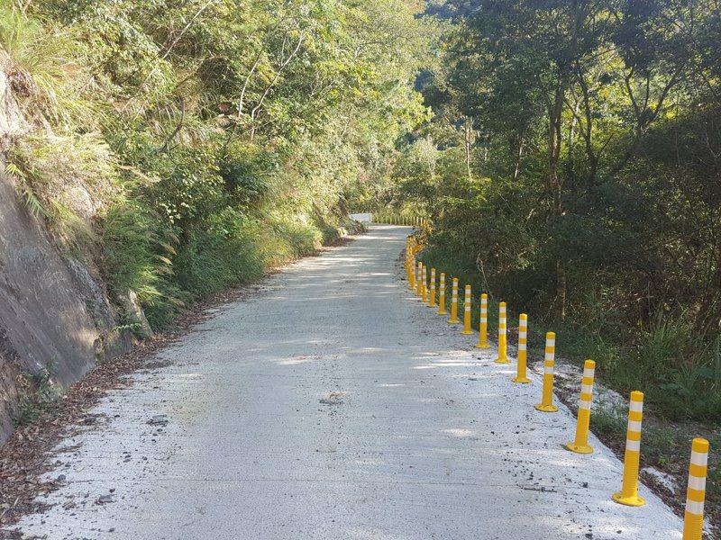 司馬庫斯聯絡道路因道路改善工程施工,原預計封閉至年底,目前路面已鋪設完成。圖/新竹縣政府提供